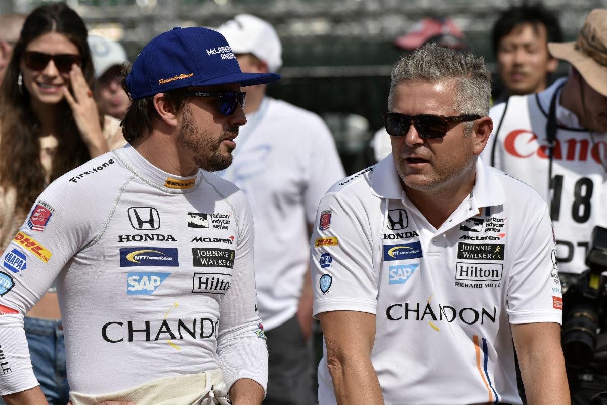 Gil de Ferran, el coach de Alonso, estableció el récord del oval de Michigan a 388,7 km/h - SoyMotor.com