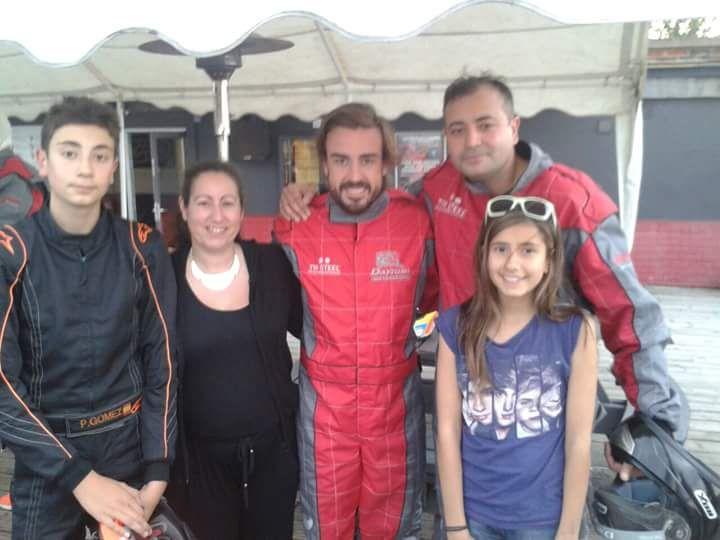 Pedro Gómez Jr, Fernando Alonso, Pedro Gómez Sr. y Nuria Gómez - SoyMotor.com