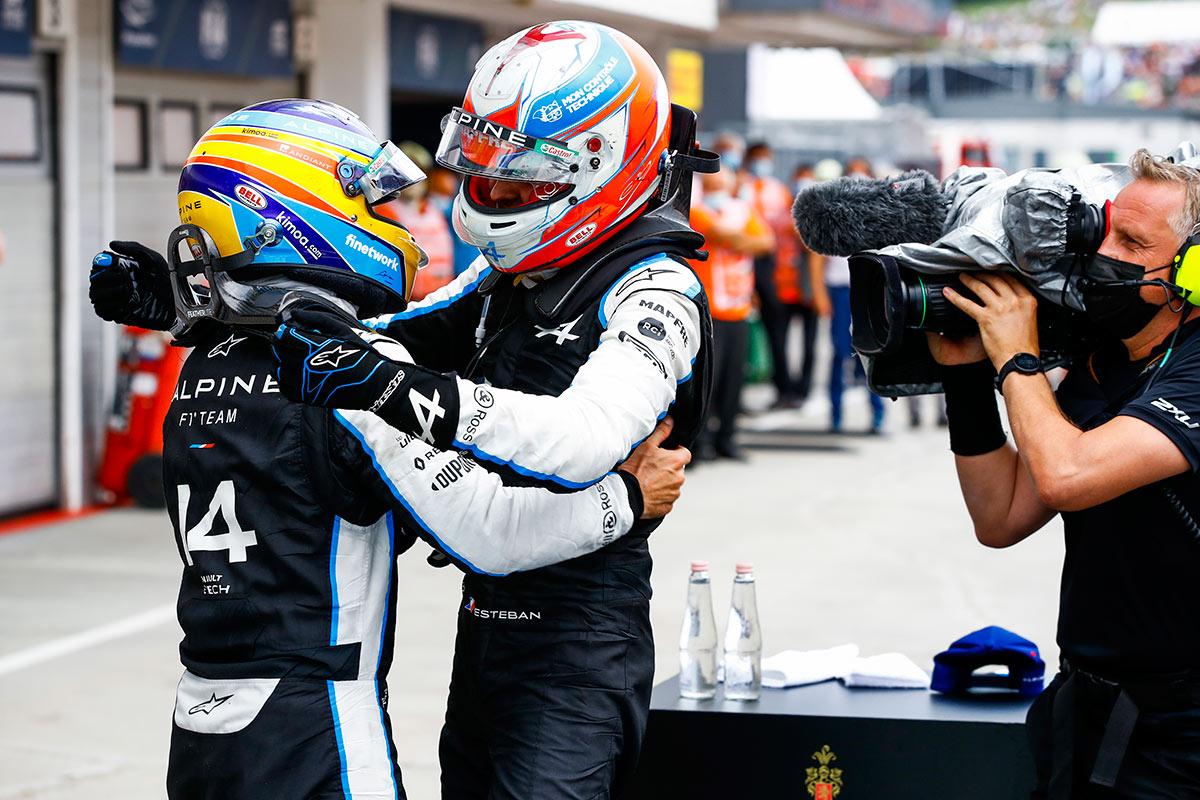 Fernando Alonso celebra la victoria de Esteban Ocon - SoyMotor.com