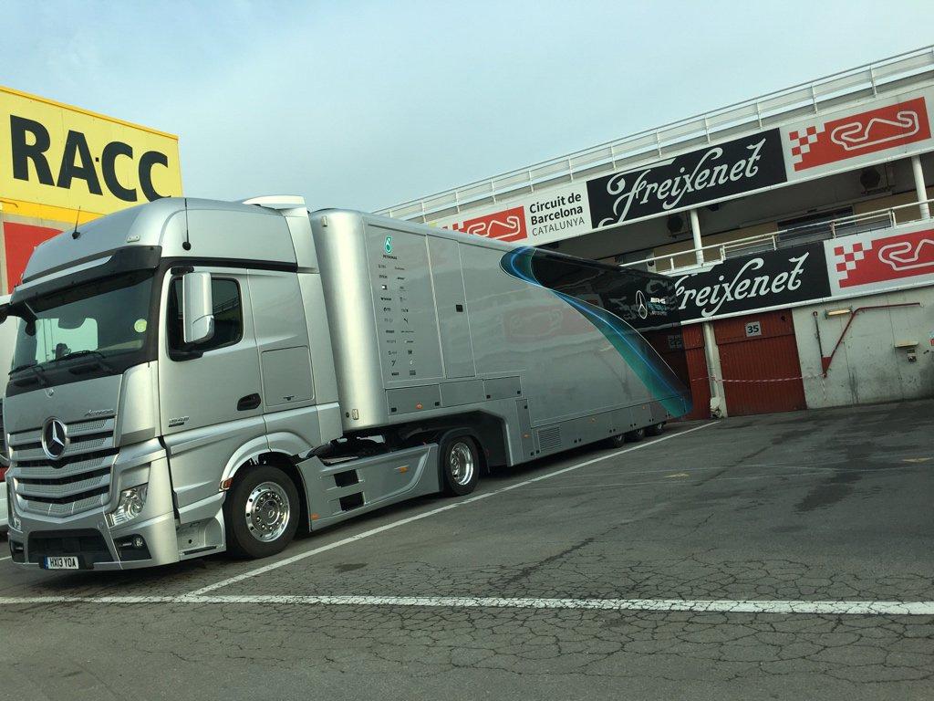 Camión de Mercedes en el Circuit de Barcelona-Catalunya - SoyMotor.com