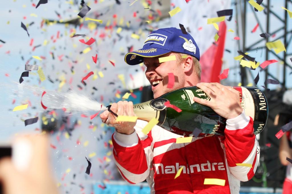 Felix Rosenqvist celebra su victoria con Mahindra en Berlín - SoyMoyot.com
