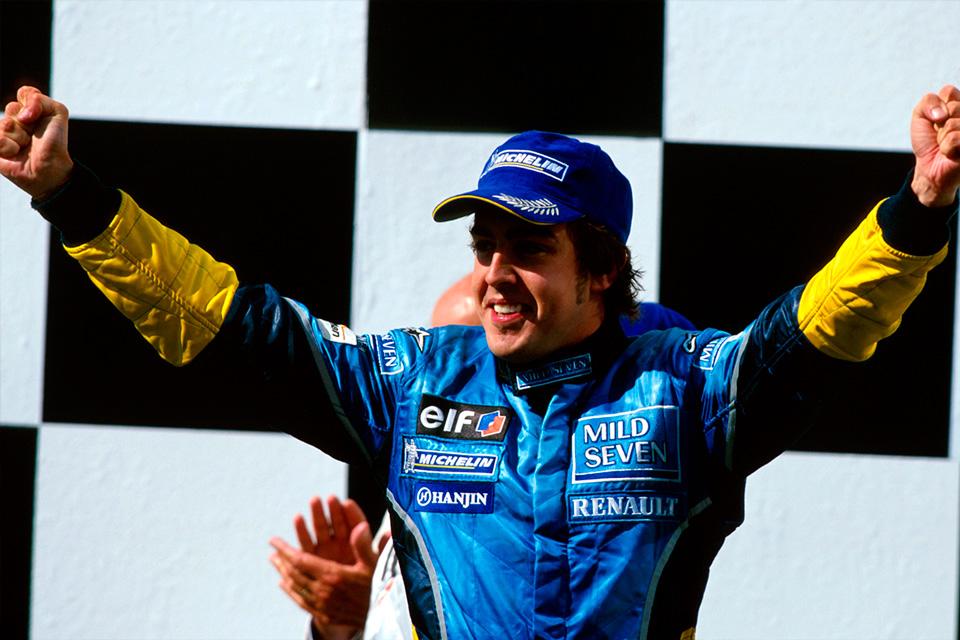 Fernando Alonso en el podio de Hungaroring en 2003 - SoyMotor.com