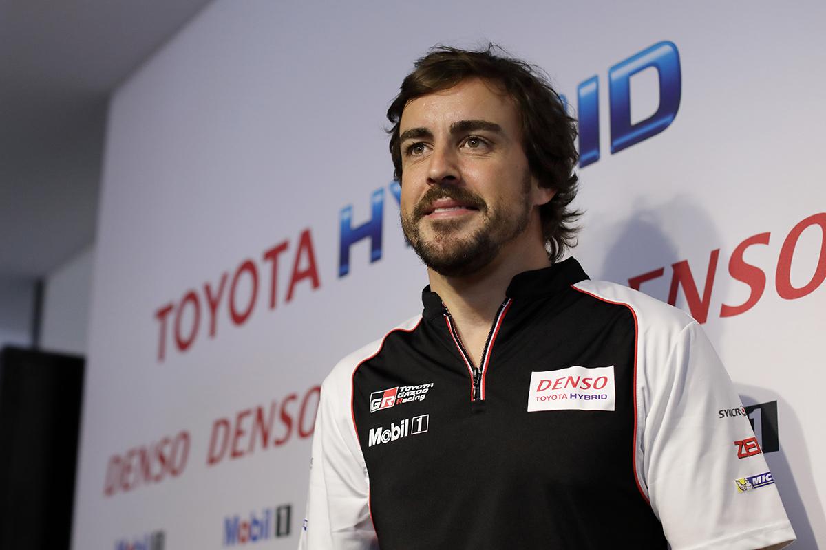 Fernando Alonso vestido con los colores de Toyota en el WEC - SoyMotor.com