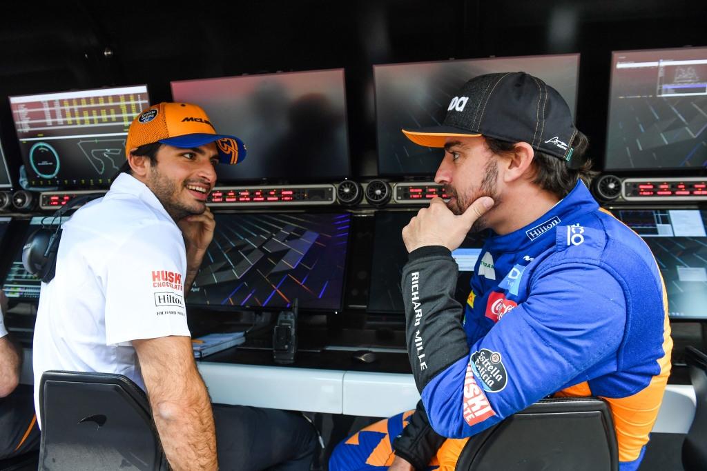F1 por la mañana: Alonso y Sainz comparten box... por los test