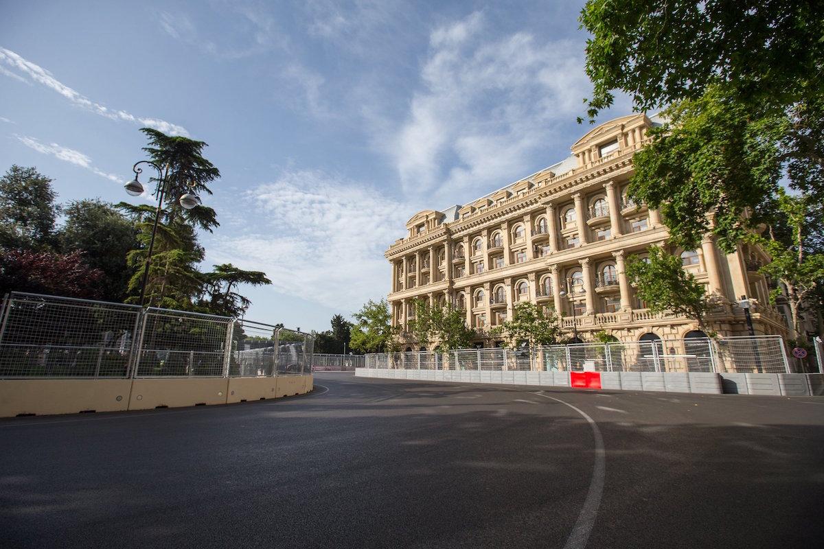 Circuito Urbano De Baku : Vista general de la ciudad de baku reuters f