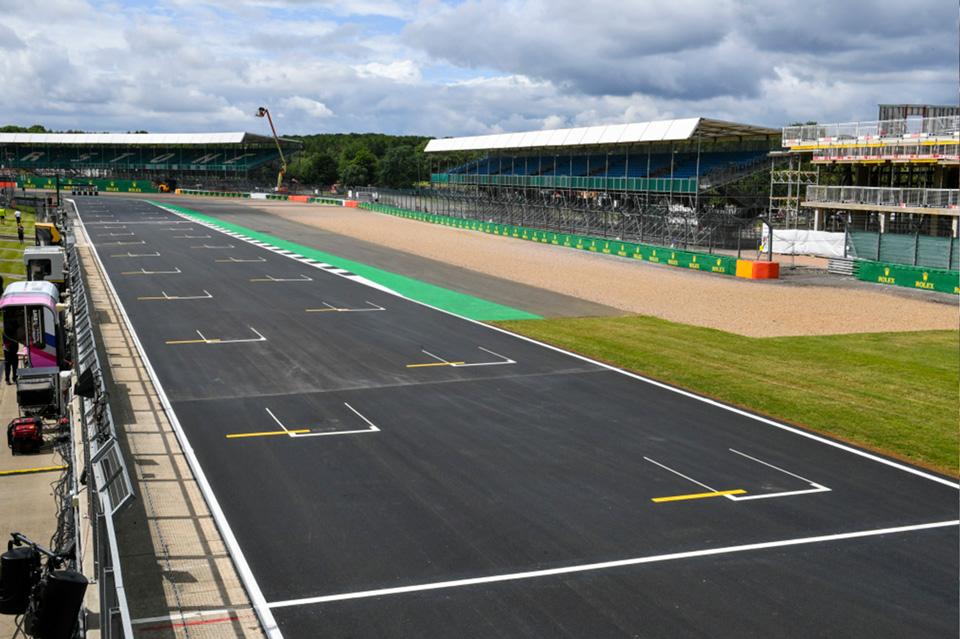Silverstone trabaja en sus baches para recibir a MotoGP