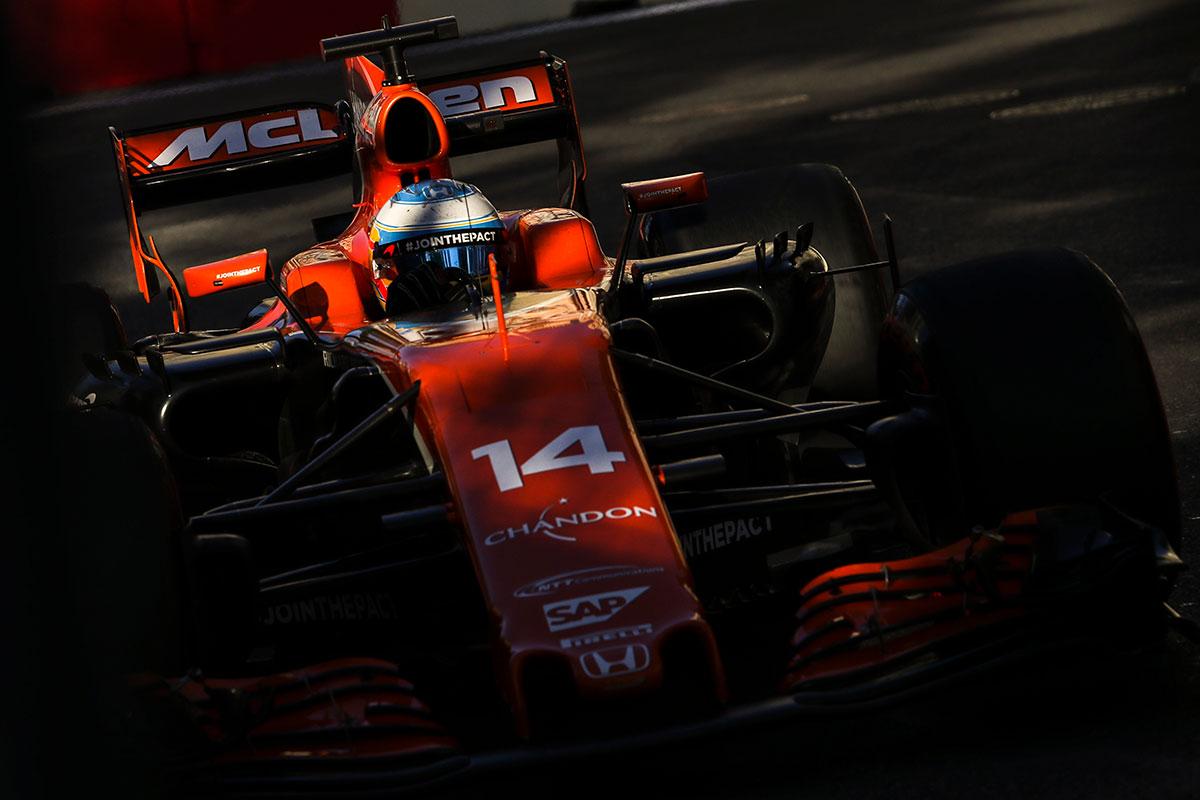Fernando Alonso en Azerbaiyán - SoyMotor