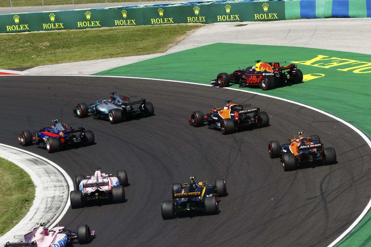 Primeros instantes de la carrera del GP de Hungría - SoyMotor.com