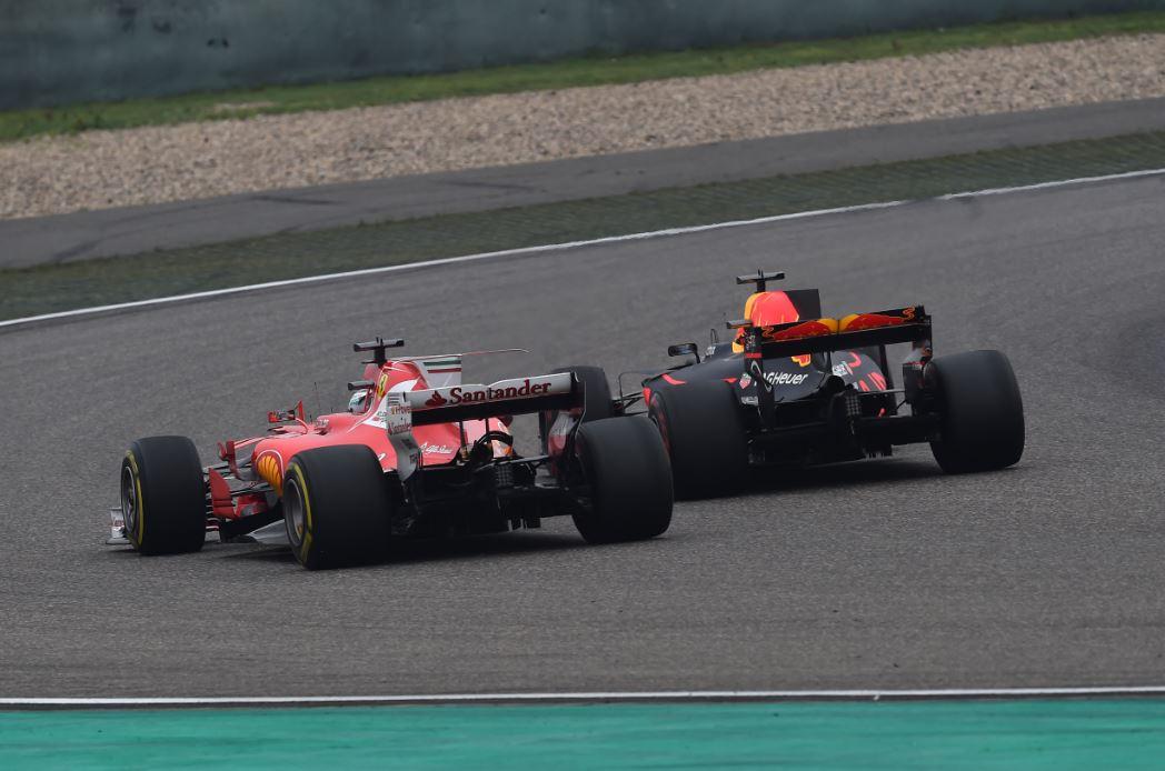 Ricciardo y Vettel protagonizaron un gran duelo - SoyMotor