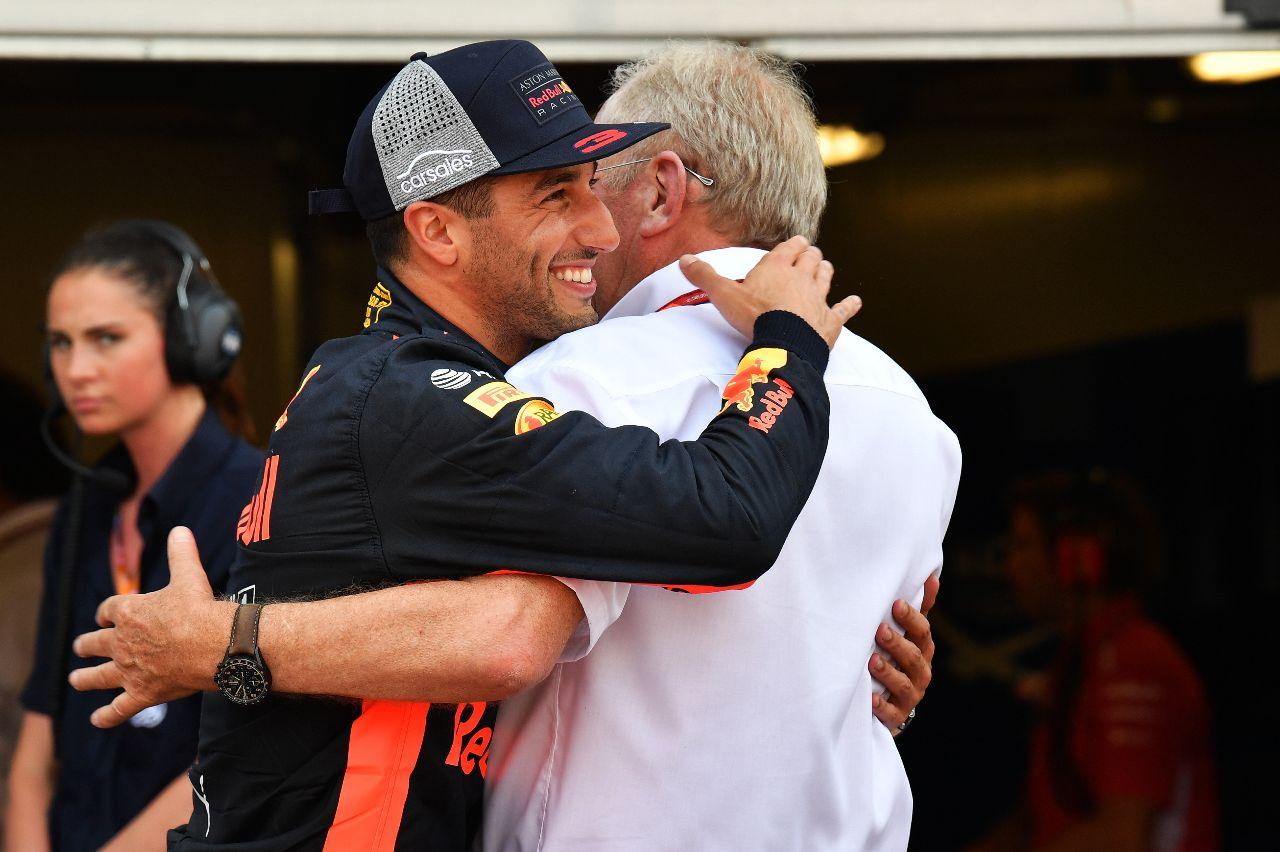 Daniel Ricciardo se abraza con Helmut Marko –SoyMotor.com