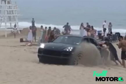 Quiso ir con su Porsche a la playa. Salió mal - SoyMotor.com