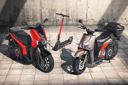 Seat Mó eKickScooter 65 y e-Scooter 125, en decoración para uso privado (izquierda) y compartido (derecha) - SoyMotor.com
