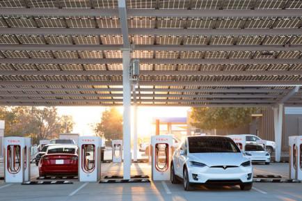 Confirmado: Tesla abrirá sus supercargadores al resto de marcas