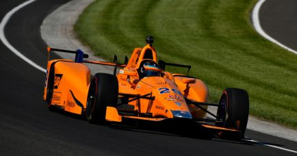 McLaren dice que no modificará su interés en IndyCar por Alonso