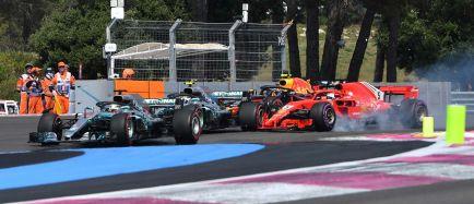 Hamilton gana, Vettel se toca con Bottas