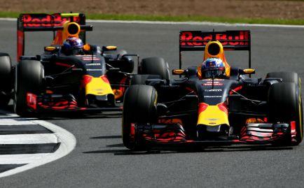 Verstappen y Ricciardo se quedan en Red Bull