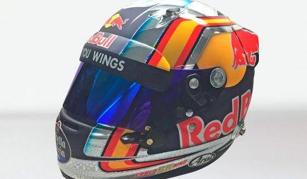 Sainz presenta su nuevo casco para la temporada F1 2017