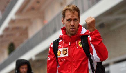 Vettel se complica la vida: sanción por no aminorar en bandera roja