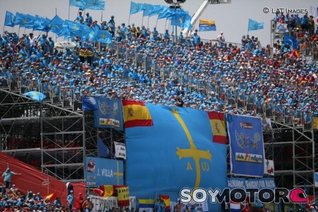 15 años desde que la Marea Azul celebrase la victoria de Fernando Alonso en España - SoyMotor.com