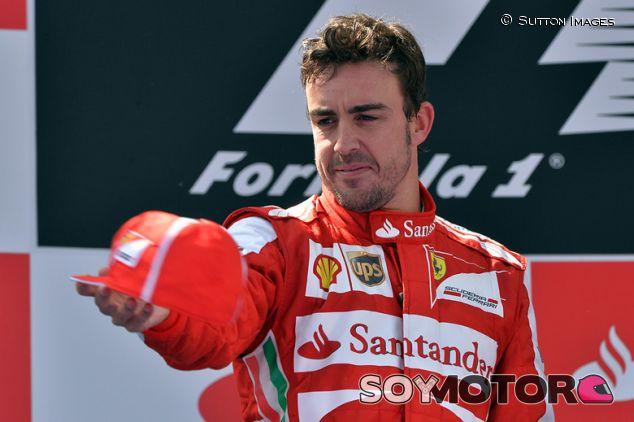 Fernando Alonso en el podio de Barcelona en 2013 - SoyMotor.com