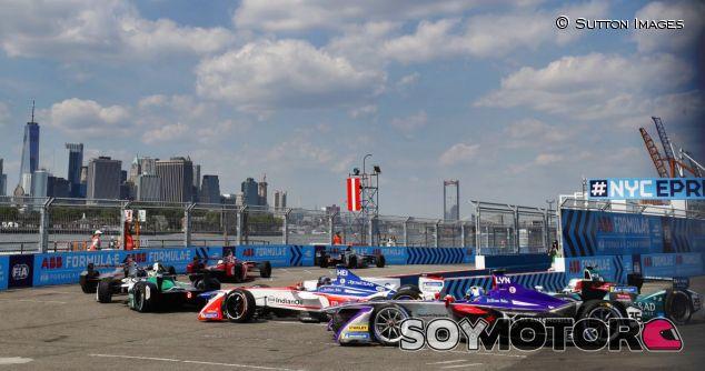 Varios coches de Fórmula E en Nueva York - SoyMotor.com