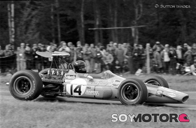 Dan Gurney, con el primer casco integral de la historia – SoyMotor.com
