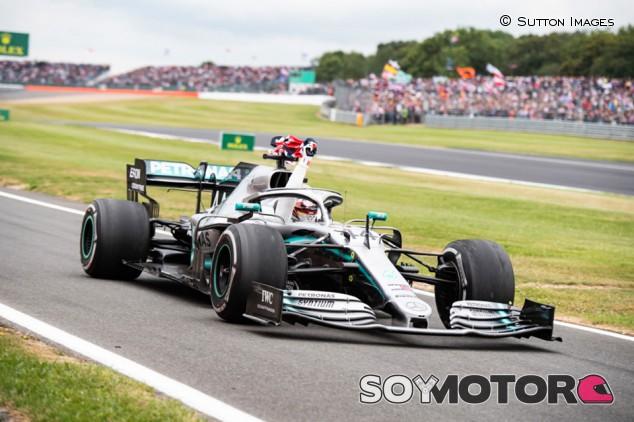 Los mensajes subliminales de Lewis Hamilton - SoyMotor.com