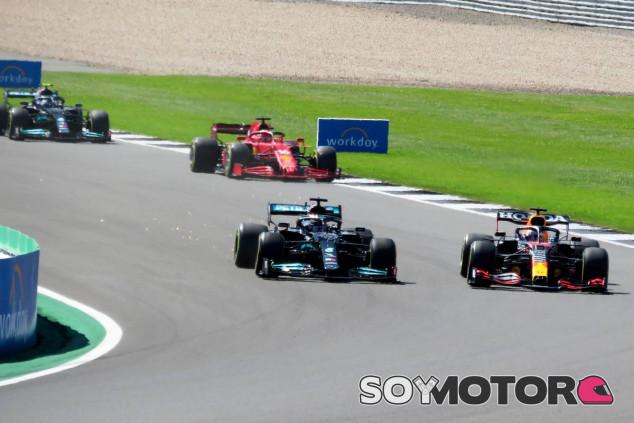 Hamilton y Verstappen antes de su accidente en Silverstone - SoyMotor.com