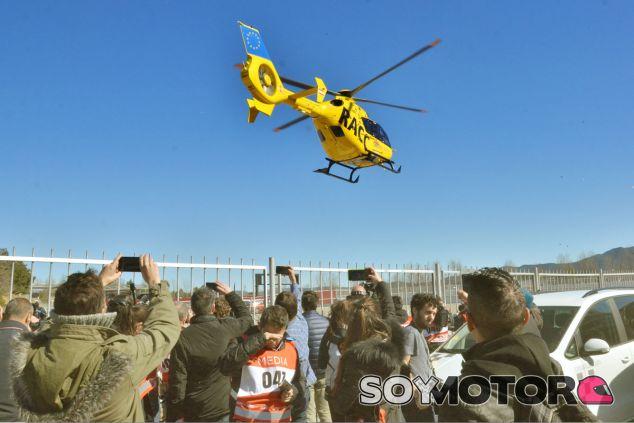 Como dicta el protocolo en estos casos, Alonso fue evacuado por precaución al hospital - LaF1
