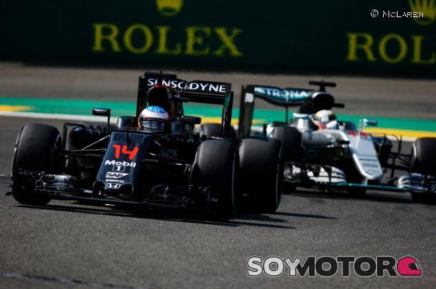 Alonso y Hamilton recuperaron muchas posiciones - LaF1