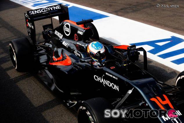 Fernando Alonso en el pitlane de Spa-Francorchamps - LaF1
