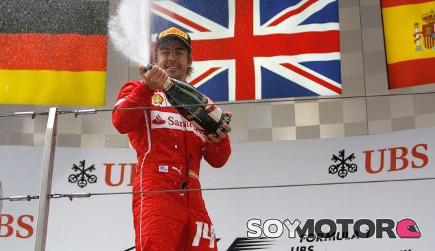 Fernando Alonso en el podio del GP de China - LaF1