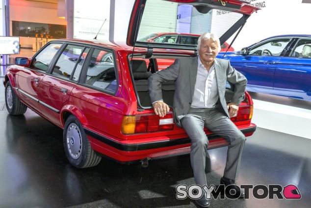 Max Reisböck posa junto al fruto de su creación - SoyMotor.com