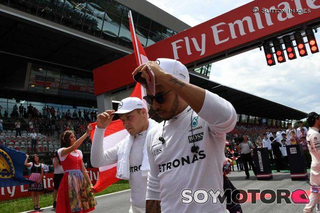 Valtteri Bottas y Lewis Hamilton antes de la salida - SoyMotor