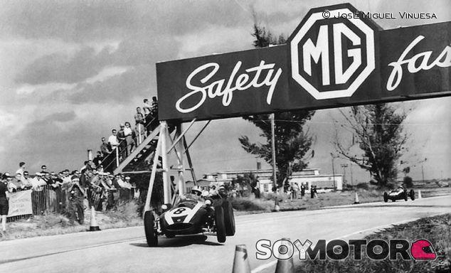 Bruce McLaren con el Brabham - LaF1
