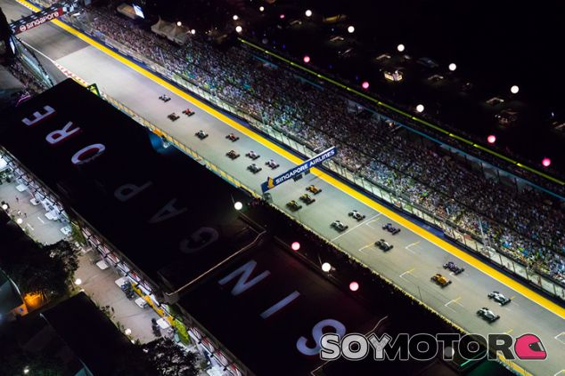 Salida de la carrera de Marina Bay - SoyMotor.com