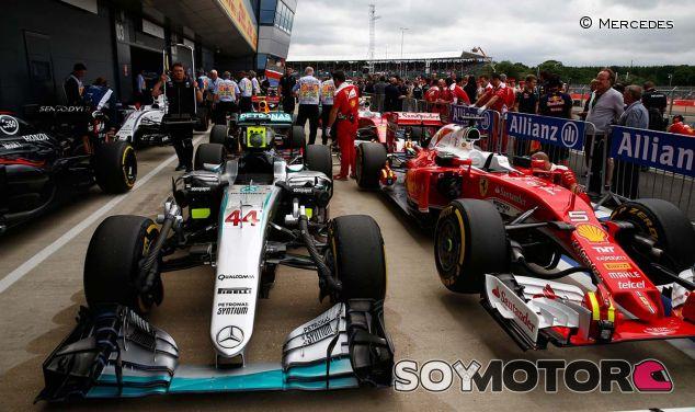 Monoplazas en el parc fermé de Silverstone - LaF1
