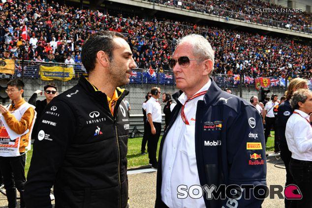 Cyril Abiteboul y Helmut Marko en Shanghái - SoyMotor.com