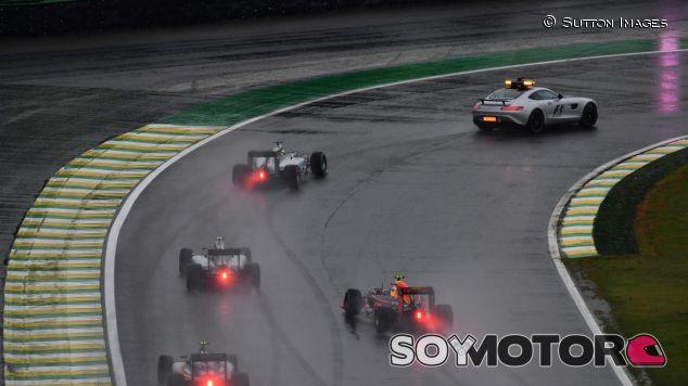 La carrera tuvo muchas salidas de coche de seguridad - SoyMotor