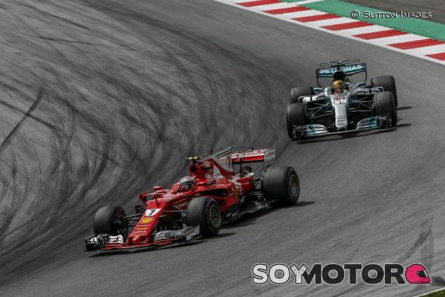 Räikkönen y Hamilton durante el GP de Austria - SoyMotor.com