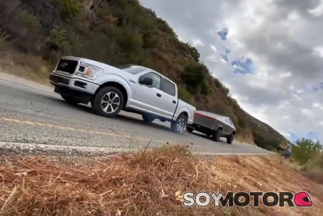 El pick-up de Tesla lo tuvo algo más fácil de lo que parece en las imágenes - SoyMotor.com