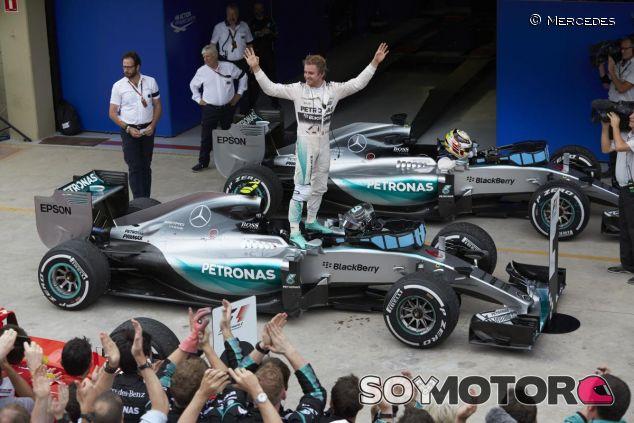 Rosberg fue quien alzó los brazos en Mercedes por segunda carrera consecutiva - LaF1