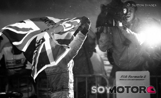 Hamilton celebró su primer título en Brasil - SoyMotor