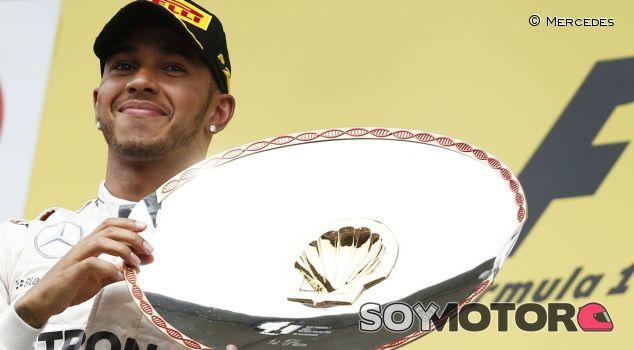 Lewis Hamilton en el podio de Spa-Francorchamps - LaF1