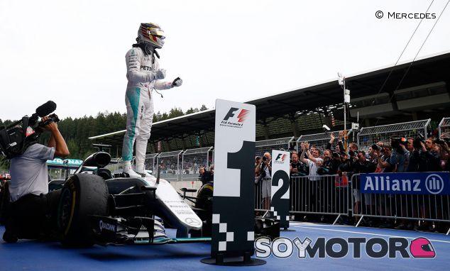 Lewis Hamilton celebra su victoria en Austria - LaF1.es