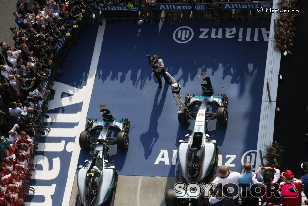 Lewis Hamilton y Nico Rosberg en un doblete de Mercedes - LaF1.es