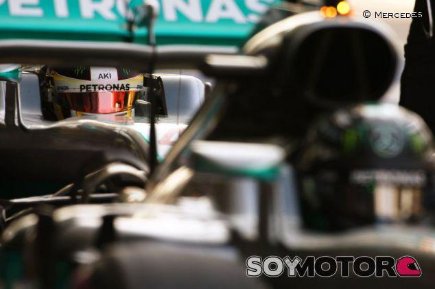 Hamilton no tirará la toalla mientras sea matemáticamente posible ser campeón - SoyMotor