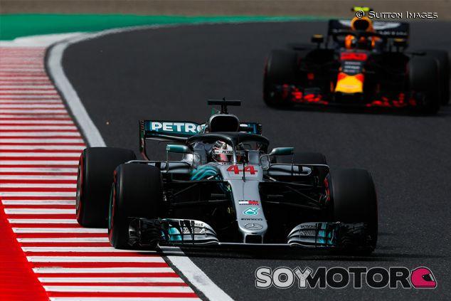 Lewis Hamilton y Max Verstappen en Suzuka - SoyMotor.com