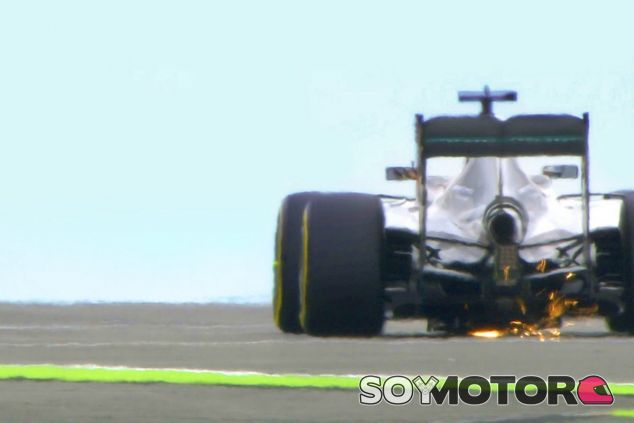 Vista trasera del W07 de Lewis Hamilton - LaF1