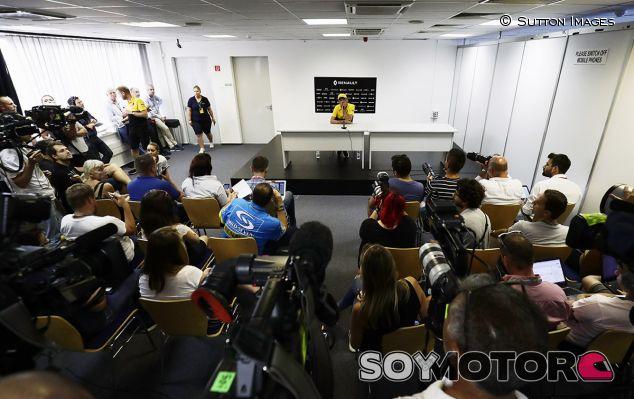 Kubica ante los medios en Hungría - SoyMotor